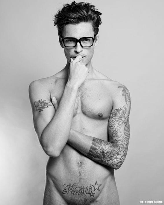 nude-men-with-glasses