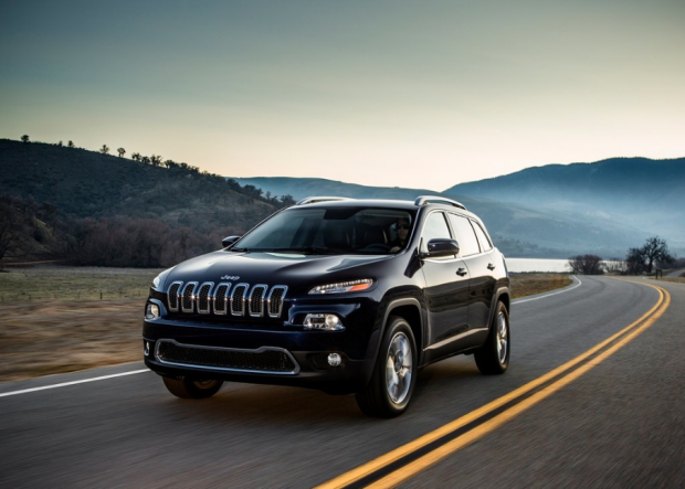 Jeep Cherokee 2014 on road