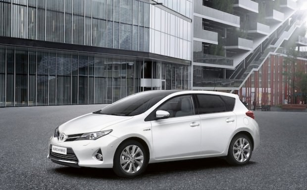 New_Toyota_Auris_Hybrid_09_2012