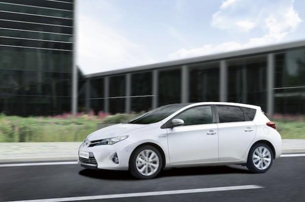 New_Toyota_Auris_Hybrid_10_2012
