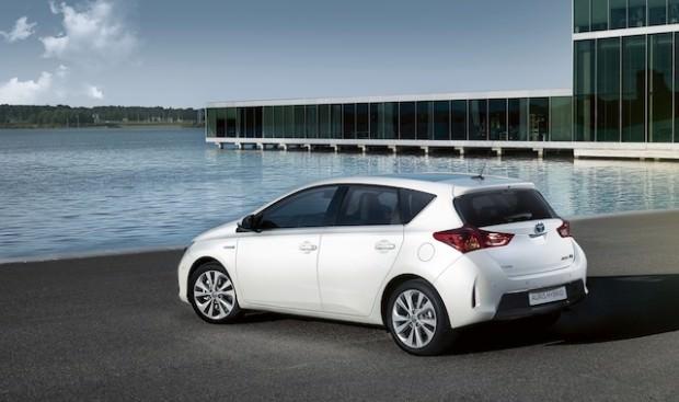 New_Toyota_Auris_Hybrid_11_2012