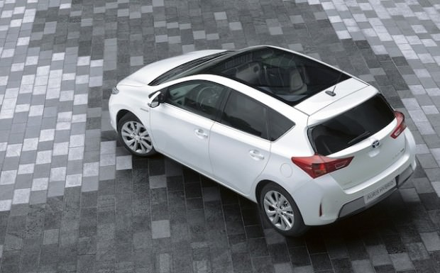 New_Toyota_Auris_Hybrid_12_2012