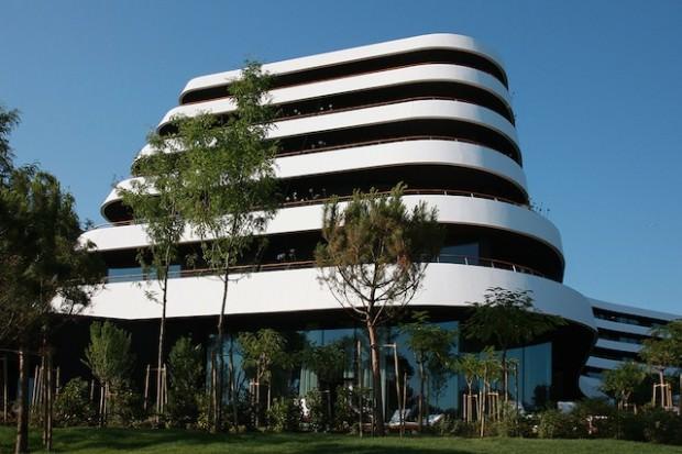Hotel-lone_Building