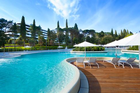 Lone-swimming-pool