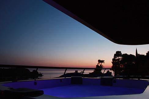 Lone-view-night