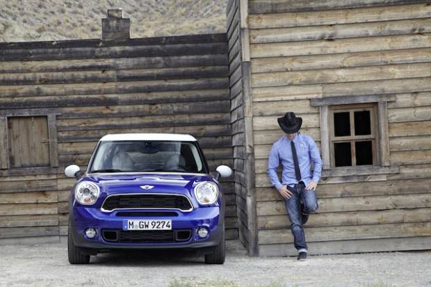 Mini Paceman: the Mini Style with the Attitude of a Crossover Coupé!