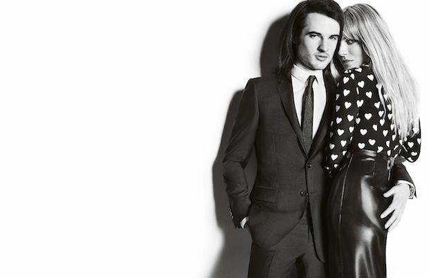 Sienna-Miller-and-Tom-Sturridge-featuring-in-the-Burberry-Autumn_Winter-2013-Campaig_002