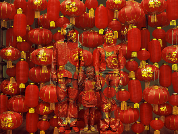 Liu-Bolin-Hiding-in-the-City-n-107-Family-Photo-2012-courtesy-of-Galerie-Paris-Beijing