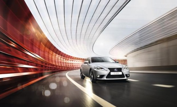 Lexus 300h: Powerful, Good Looking and Economical